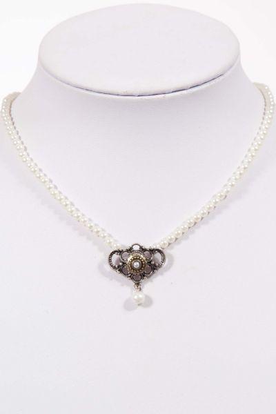 Elegante Trachtenkette als Perlenkette mit weißen Perlen